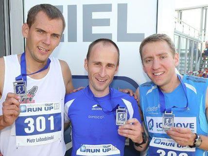 Christian Riedl (ganz rechts) ist der Sieger des Treppenlaufs.