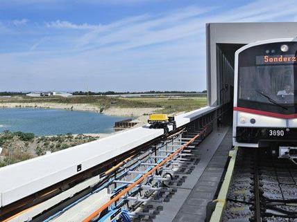 U2-Verlängerung nach Aspern - Der erste Zug fährt ab