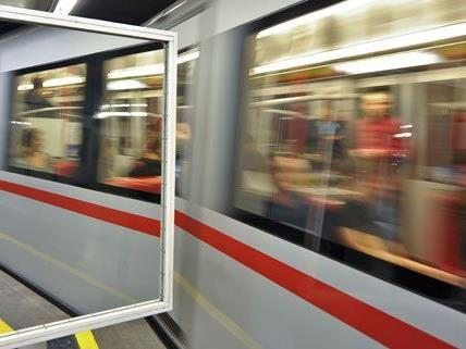Insgesamt wird in sechs U-Bahn-Stationen in Zukunft ein Defibrillator für Notfälle zur Verfügung stehen.