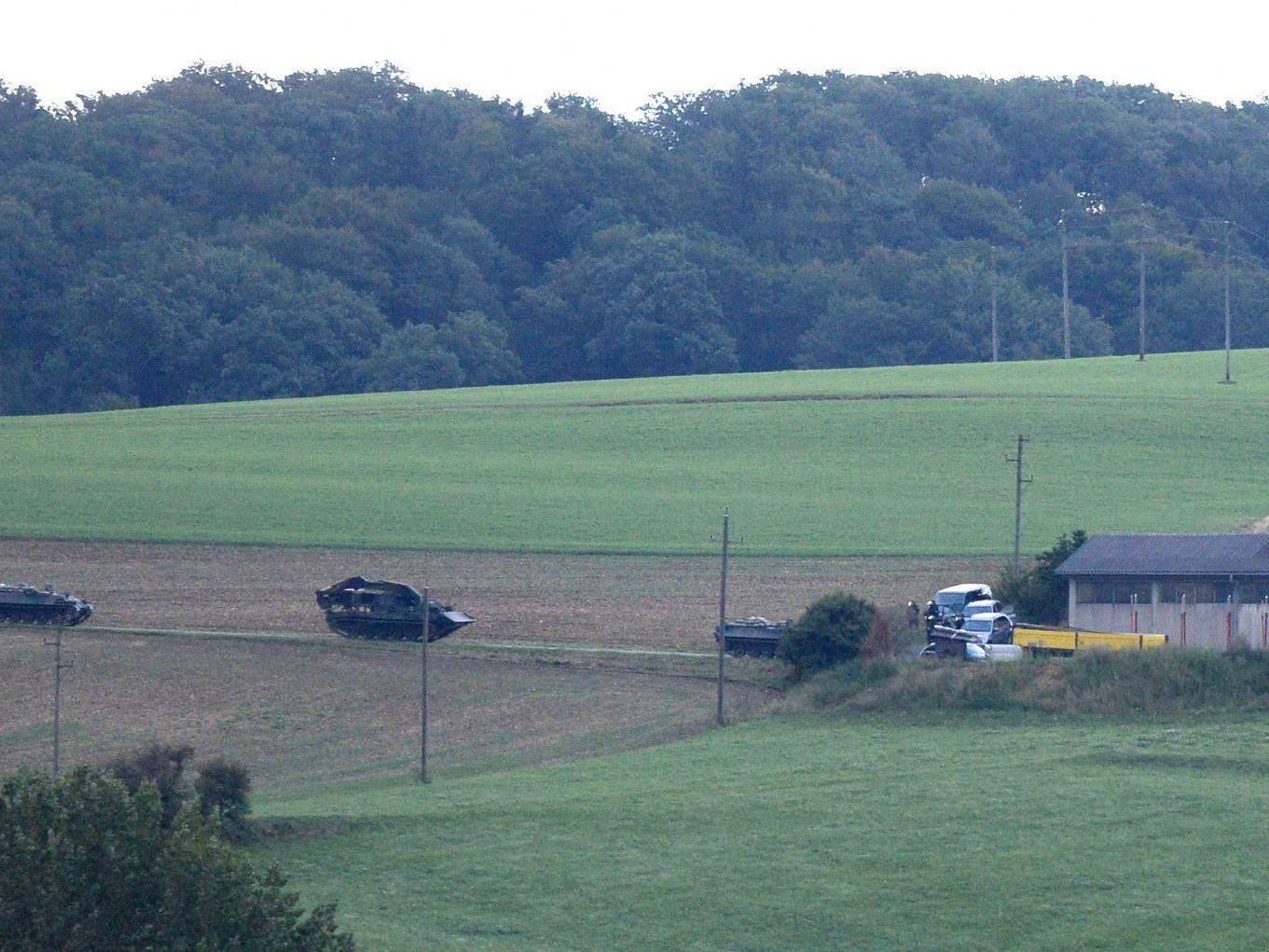 Wilderer soll vier Menschen getötet haben: Der Cobra-Einsatz auf dem Grundstück in Annaberg läuft.