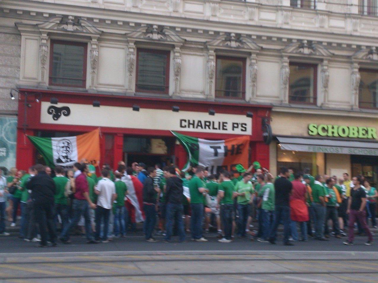 Auf der Währinger Straße feierten irländische Fans im Pub Charlie P's.
