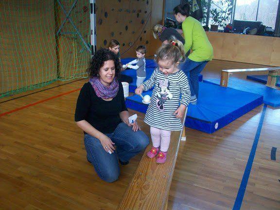Beim Eltern-Kind-Turnen in Tschagguns wird der kindliche Bewegungsdrang gestillt.