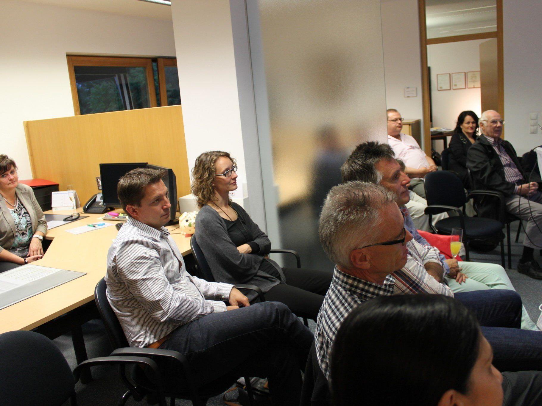 Die Besucher lauschten dem Vortrag von Fairvesta Holding Deutschland, Herrn Helmut Greßmann.