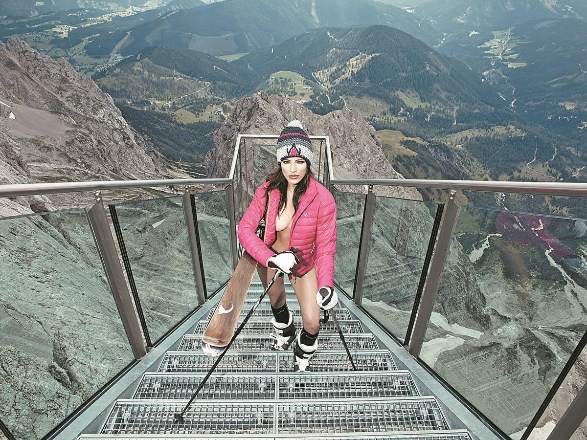 """Shooting auf der """"Treppe ins Nichts"""" am Dachstein."""
