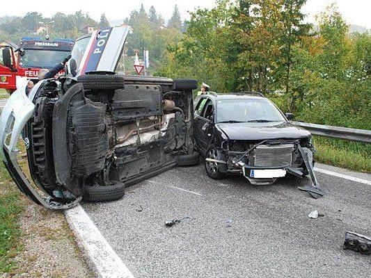 Nach dem Zusammenstoß mit dem Polizeiwagen