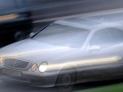 Mit 120 km/h wollte die Frau der Polizei davonrasen.