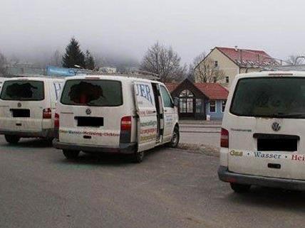 In zahlreiche Firmenfahrzeuge wurde eingebrochen.