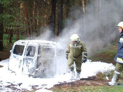 Nach dem Unfall fing der Wagen Feuer.