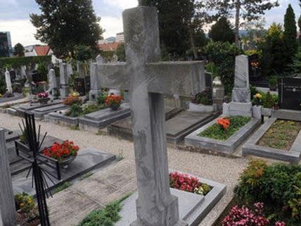 Am Meidlinger Friedhof sind Grabsteine beschmiert worden.