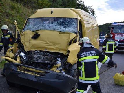 Eine Person wurde bei dem Unfall schwer verletzt.