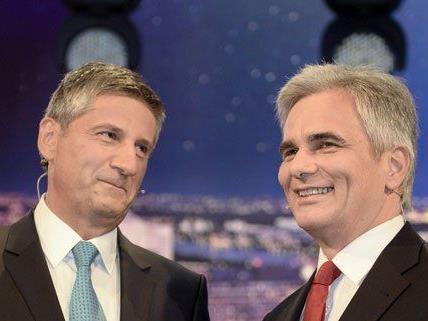 Vizekanzler und Kanzler vor einem TV-Duell.