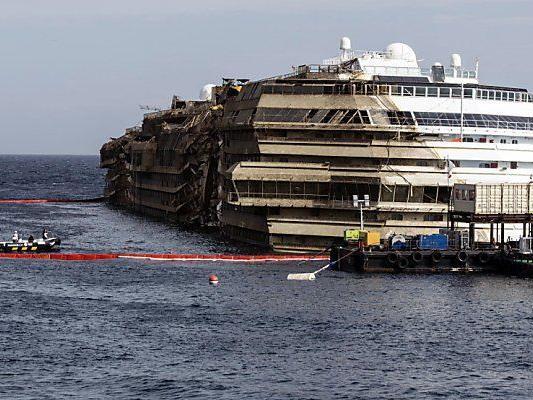 Costa Concordia im September aufgerichtete