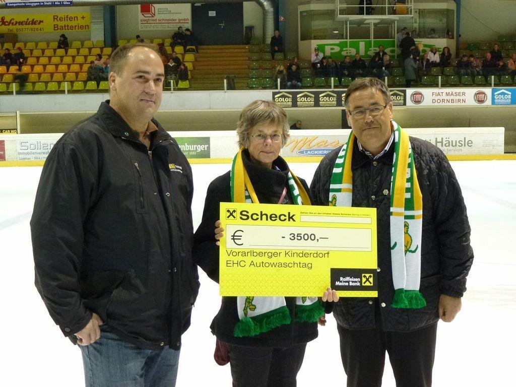 Der EHC Lustenau spendet dem Vorarlberger Kinderdorf 3500 Euro.