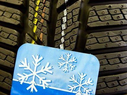 Ab 1. November müssen Fahrzeuge wieder Winterreifen montiert haben.