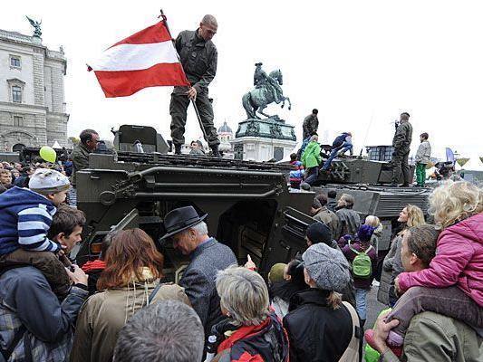 Alle Jahre wieder wird am Heldenplatz zum Nationalfeiertag einiges geboten