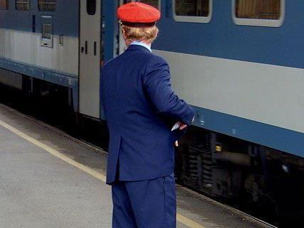 Schaffner am Bahnhof Wien-Floridsdorf mit Glasflasche attackiert