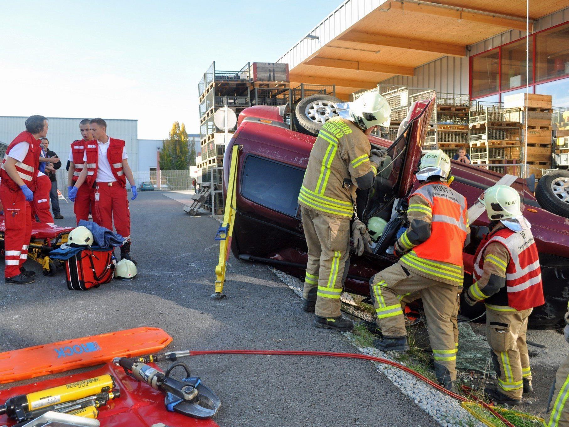 """""""Was wäre wenn?"""" – Freiwillige Feuerwehr und Rotes Kreuz zeigten volle Einsatzbereitschaft."""