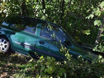 Glücklicherweise blieb der Lenker bei dem Unfall unverletzt.