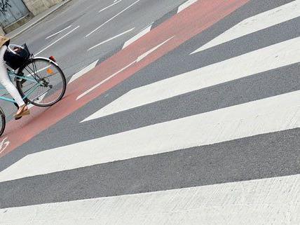Verletzte Radfahrerin nach Verkehrsunfall in Wien Margareten