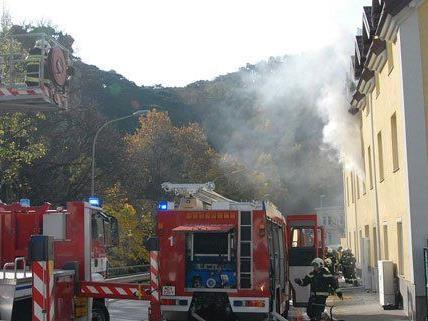 Die Feuerwehr konnte Personen aus dem Gebäude rechtzeitig in Sicherheit bringen.