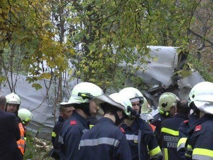 Feuerwehreinsatz nach dem Flugzeugabsturz.