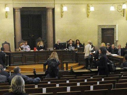 Prozess um Justizdaten-Affäre hat ohne Hauptangeklagten begonnen
