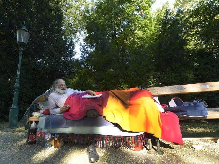 Die Polizei verwies die Obdachlosen aus dem Stadtpark.