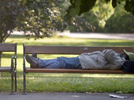Die Vertreibung von Obdachlosen wird kritisiert.