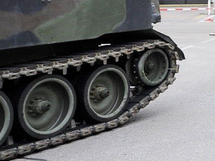 Beim Panzerhersteller Steyr werden Jobs abgebaut.