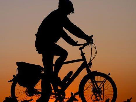 Richtige Beleuchtung ist beim Fahrradfahren wichtig.