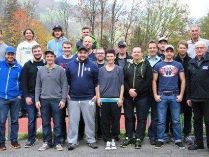 In Tschaggungs führte der Eishockeyverband einen Übungsleiterkurs durch.