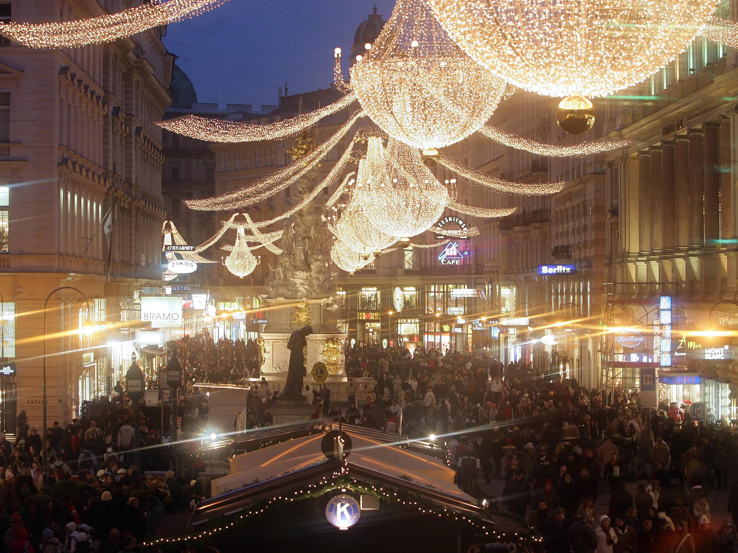 1. Einkaufssamstag - 700.000 Besucher auf Wiener Shoppingmeilen