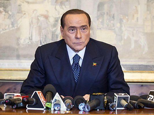 Berlusconi: Parteiumbenennung und -abspaltung
