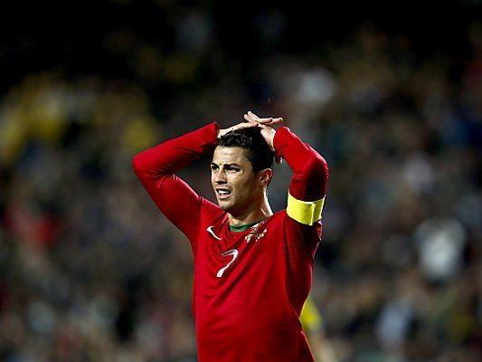 Cristiano Ronaldo sauer auf Blatter