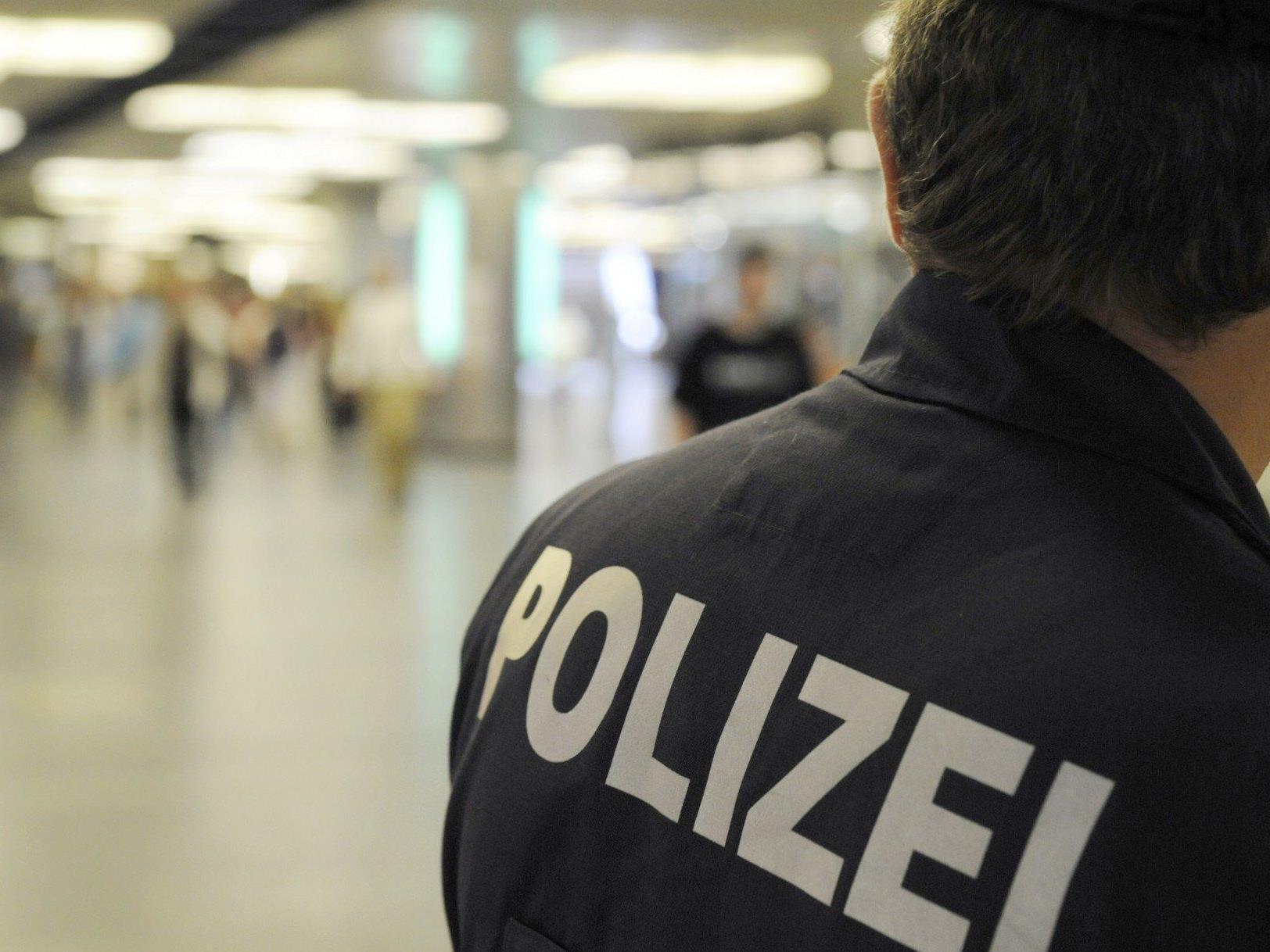 In Wien retteten Polizisten gleich zwei Personen ihr Leben.
