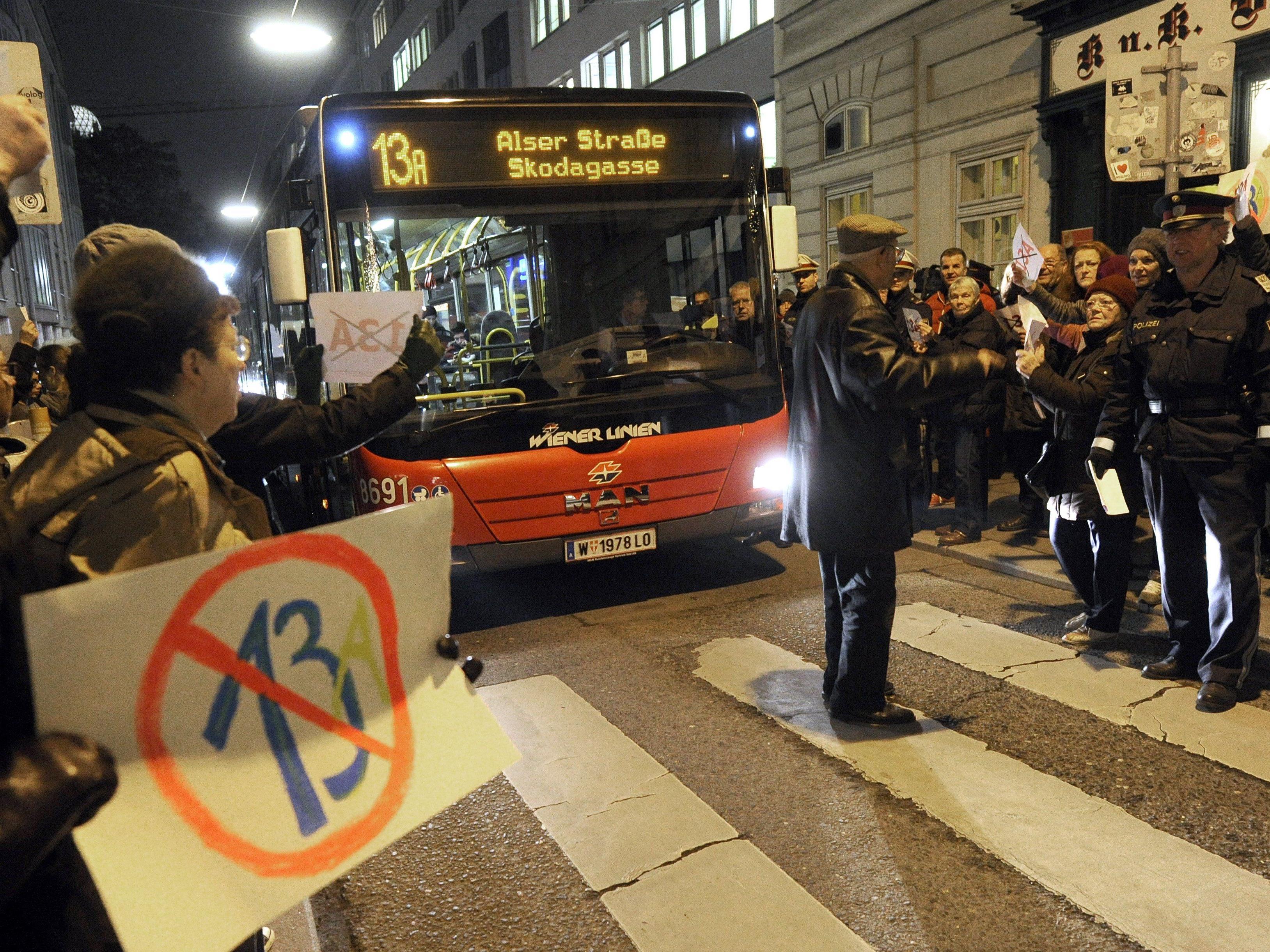 Mariahilfer Straße - 13A erneut von verärgerten Anrainern blockiert