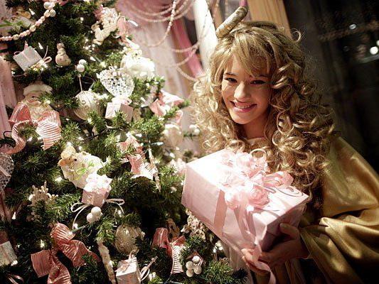 """Das """"Christkindl 2013"""", die 17-jährige Schülerin Valerie, wurde am Donnerstag bei einer PK zum Thema """"Wiener Adventzauber & Wiener Christkindlmarkt"""" den Medien vorgestellt."""