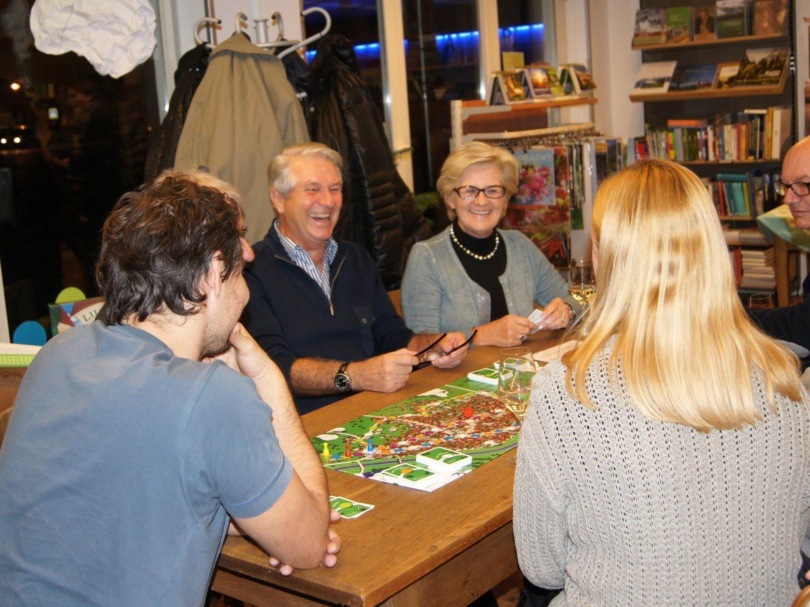 Das neue Lustenau- Spiel wurde am Montagabend bei der Präsentation auch gleich getestet.