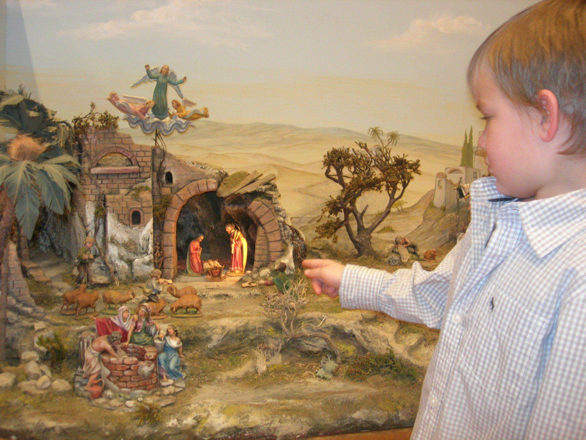 Besonders auch die Kinder haben ihre Freude beim Besuch der Krippenausstellung