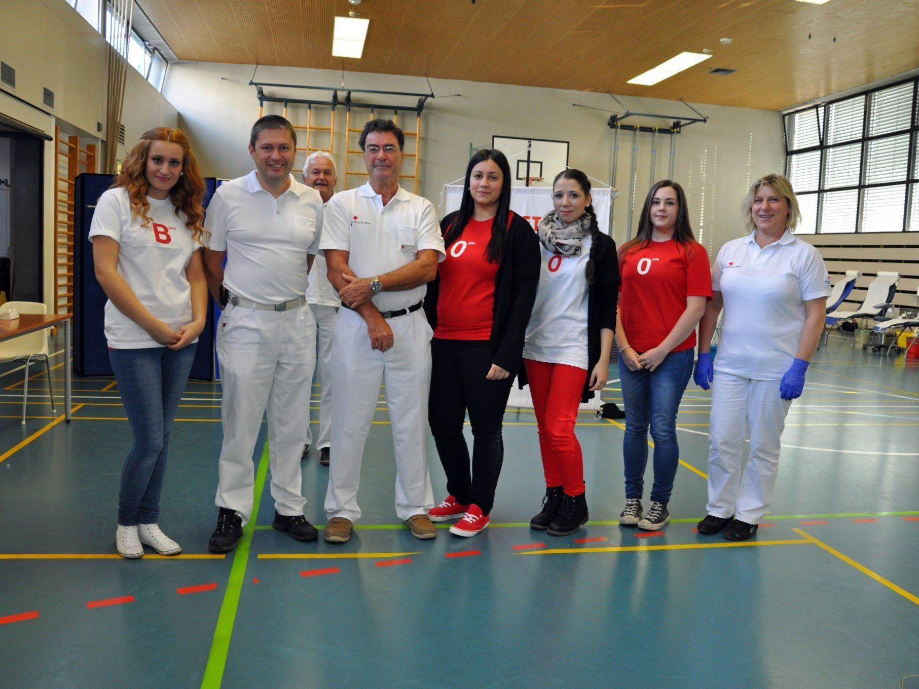 Gemeinsam mit dem Roten Kreuz hatten die Schülerinnen zum Blutspenden eingeladen.