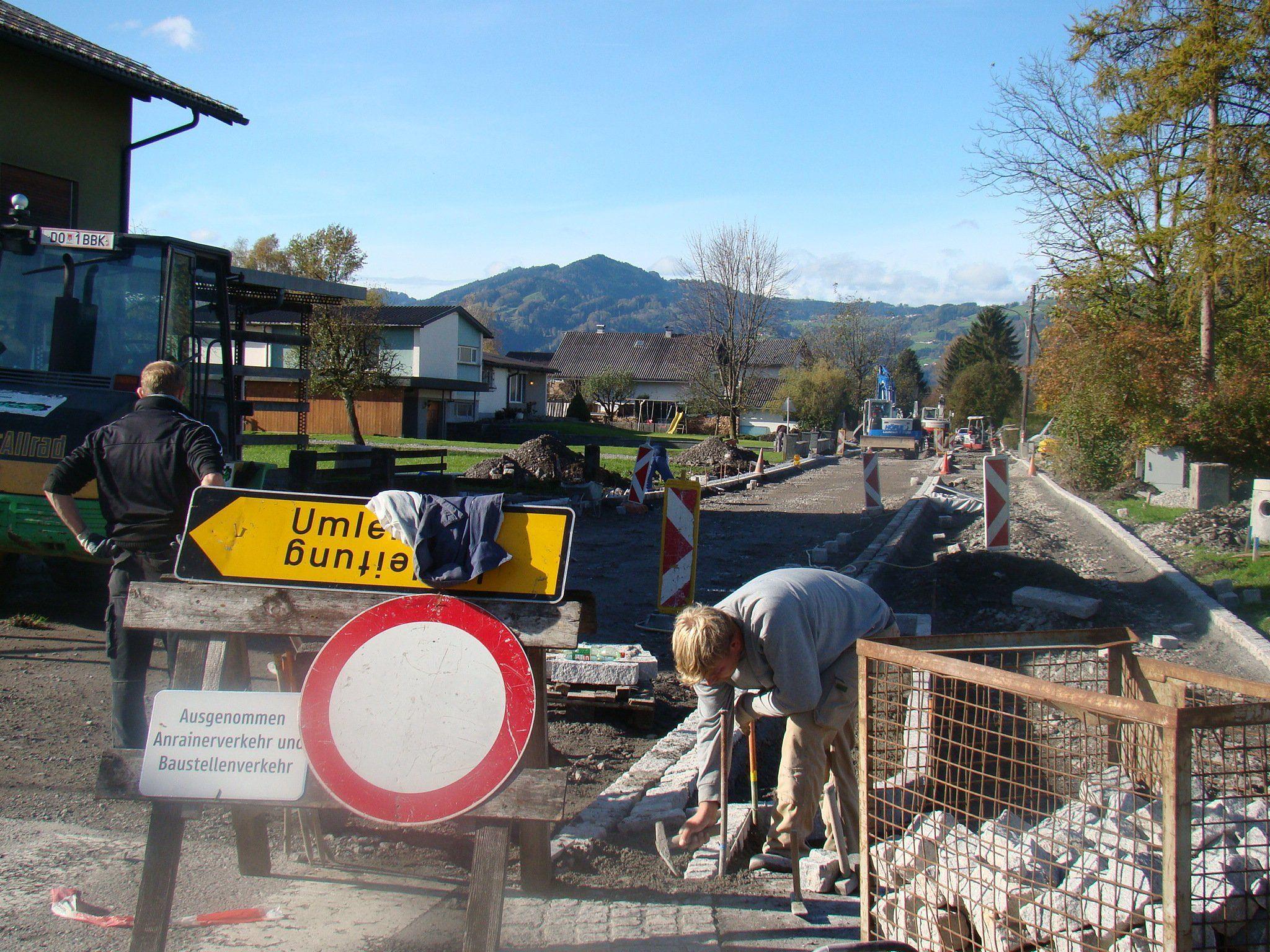 Die Ortskanalisation – hier Abschlussarbeiten im Baulos Vorachstraße – verschlingt Unsummen.