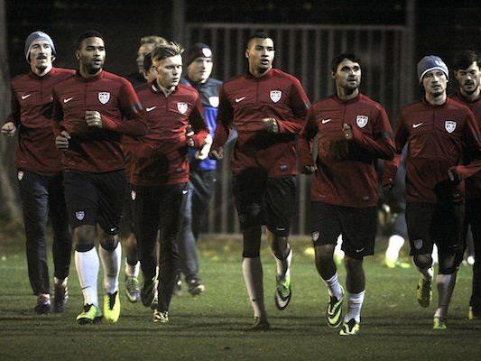 Terrence Boyd (2.v.l.) beim Trainings der US amerikanischen Fußball-Nationalmannschaft in Wien