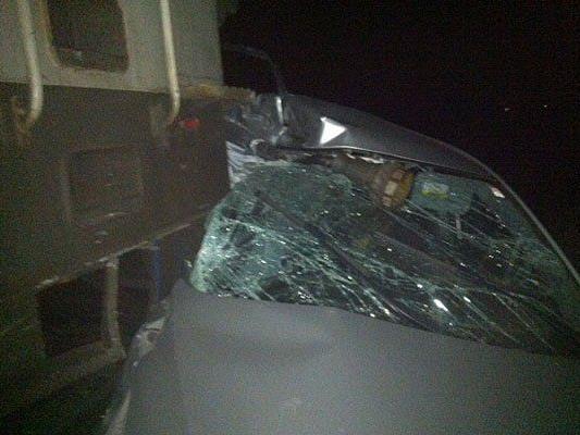 Der Pkw wurde beim Zusammenstoß mit dem Zug schwer beschädigt