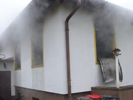 Nach dem brand in NÖ ist das Haus nicht mehr bewohnbar.
