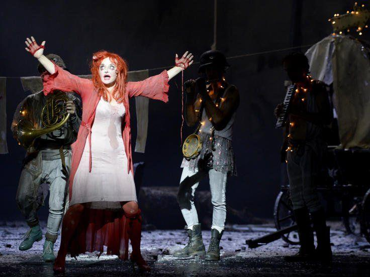 """""""Mutter Courage"""" im Wiener Burgtheater."""