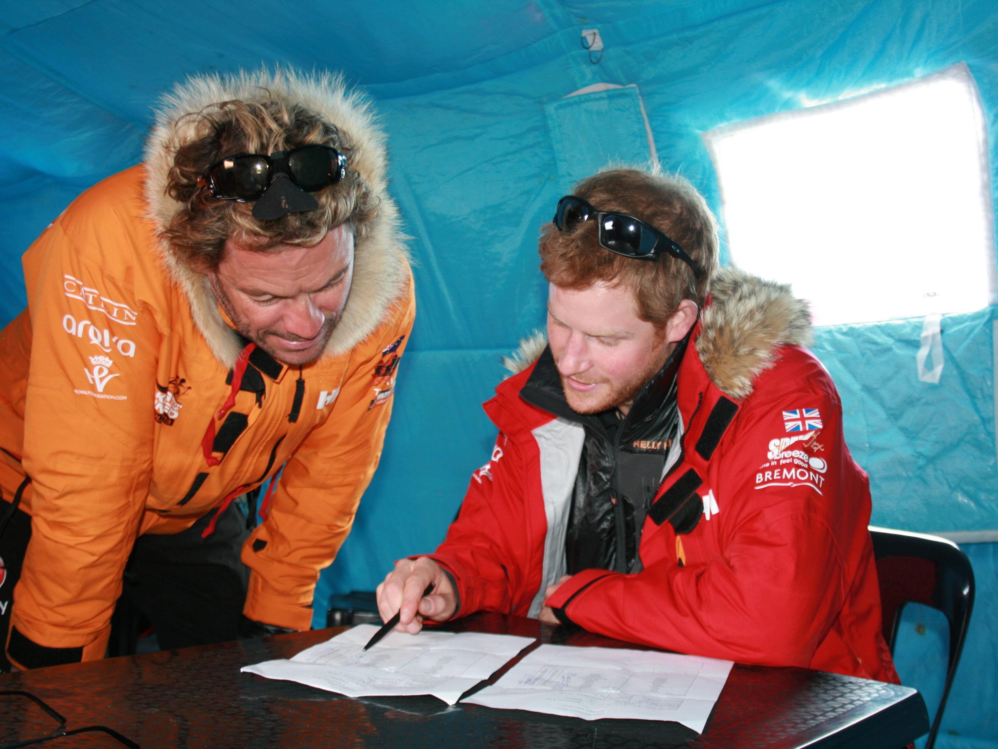 """Prinz Harry am Südpol: Der """"Royal"""" wollte sich drücken."""