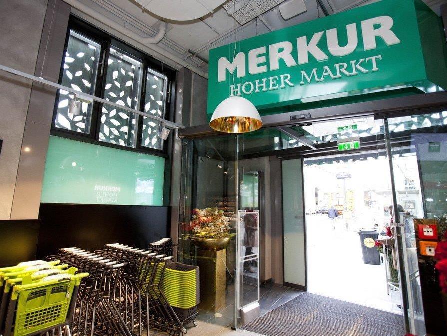 Merkur beliefert in Wien seine Kunden mit Fahrradboten.