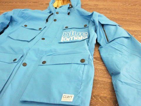 Hält schön warm auf der Piste - blaue Jacke von Blue Tomato.