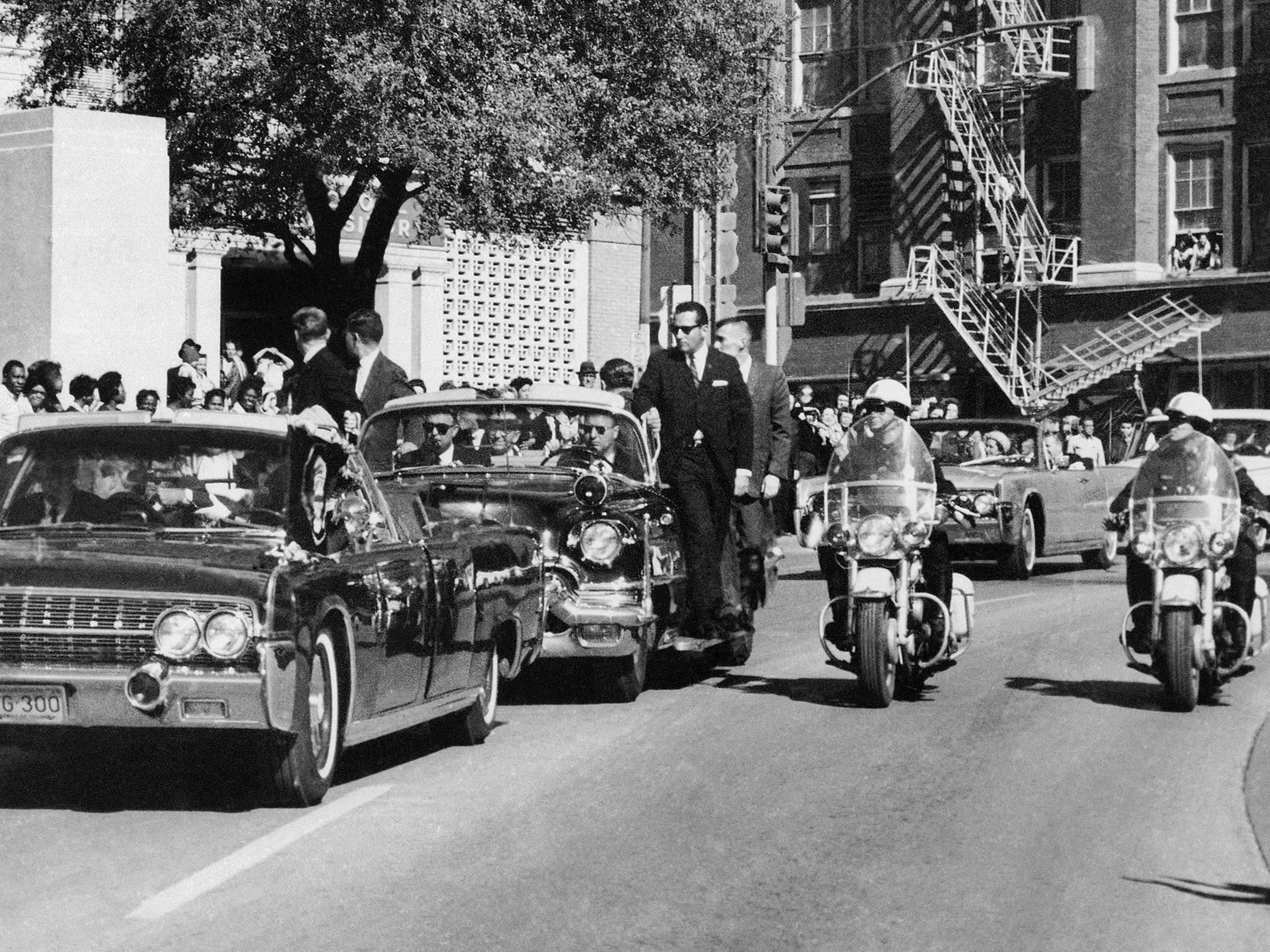 Seltsamerweise wurde die Limousine nach dem Attentat und den forensischen Untersuchungen nicht aus dem Verkehr gezogen.