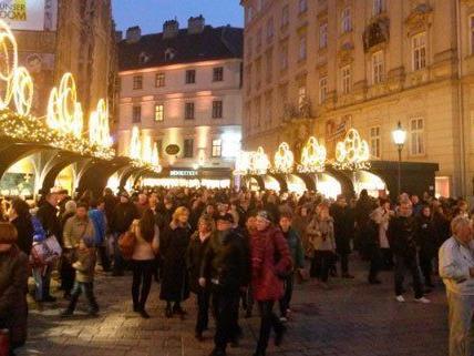 Weihnachtliche Stimmung am Stephansplatz.